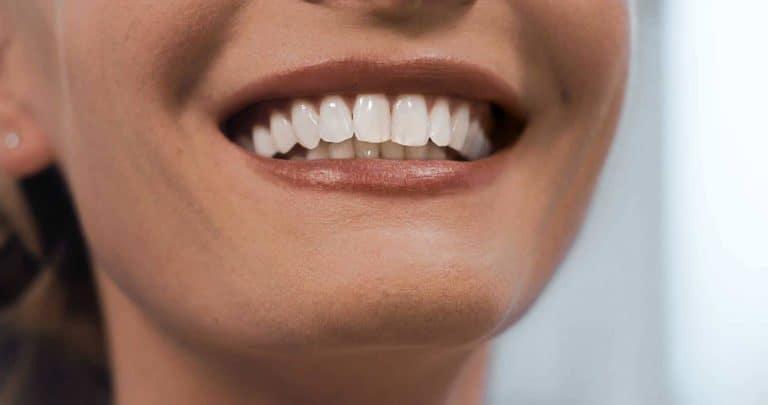 Keramische Veneers sorgen für eine wunderschöne Zahnästhetik / Dr. Rüdiger Hansen, Zahnarzt München