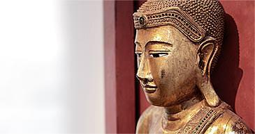 Buddha-Statue im Eingangsbereich der Praxis. / Dr. Rüdiger Hansen, Zahnarzt München