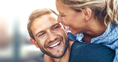 Schöne Zähne verleihen Ausstrahlung und Selbstvertrauen. / Dr. Rüdiger Hansen, Zahnarzt München
