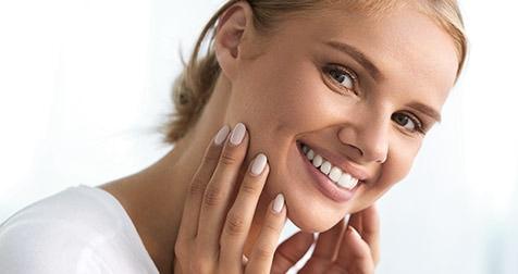Helle und gepflegte Zähne mittels Zahnreinigung und Bleaching. / Dr. Rüdiger Hansen, Zahnarzt München